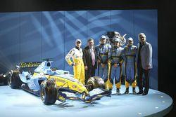 Heikki Kovalainen, Patrick Faure, Franck Montagny, Fernando Alonso ve Giancarlo Fisichella ve yeni R