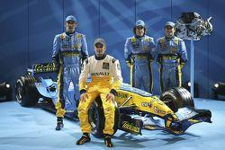 Franck Montagny, Heikki Kovalainen, Fernando Alonso and Giancarlo Fisichella with the new Renault R2