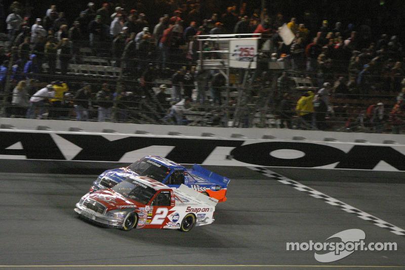 Jimmy Spencer And Bobby Hamilton Take The White Flag At Daytona