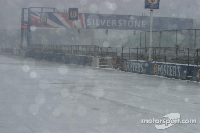 Schnee in Silverstone