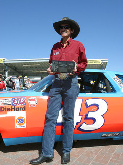 Richard Petty receives the Legends of Daytona Award