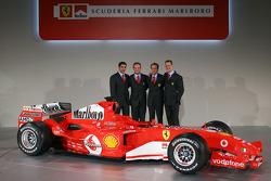 Marc Gene, Rubens Barrichello, Luca Badoer ve Michael Schumacher ve yeni Ferrrari F2005