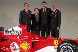 Paolo Martinelli, Jean Todt, Ross Brawn und Rory Byrne mit dem neuen Ferrrari F2005