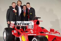 Rubens Barrichello, Luca di Montezemelo, Jean Todt ve Michael Schumacher ve yeni Ferrrari F2005