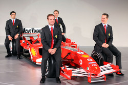 Rubens Barrichello, Michael Schumacher, Marc Gene ve Luca Badoer ve yeni Ferrrari F2005
