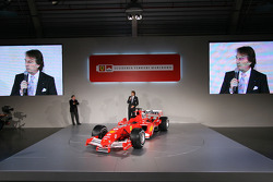 Luca di Montezemelo ve Jean Todt present yeni Ferrrari F2005