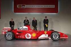 Jean Todt, Paolo Martinelli, Rory Byrne ve Ross Brawn present yeni Ferrrari F2005