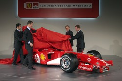 Michael Schumacher, Rubens Barrichello, Luca Badoer ve Marc Gene present yeni Ferrrari F2005