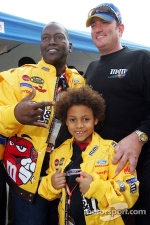 Randy Jackson from American Idol with Todd Parrott, crew chief for the #38 M&Ms Ford of Elliott Sadler