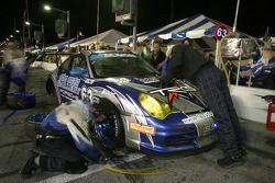 Pitstop for #63 Auto Gallery/ TRG Porsche GT3 Cup: Dave Master, Marc Sluszny, Derek Clark, Pat Flana