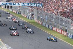 Inicio: Giancarlo Fisichella al frente de Jarno Trulli y Mark Webber