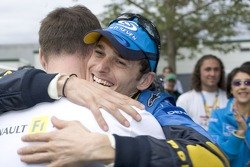 Ganador de la carrera Giancarlo Fisichella celebra