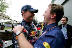 David Coulthard celebra con Christian Horner