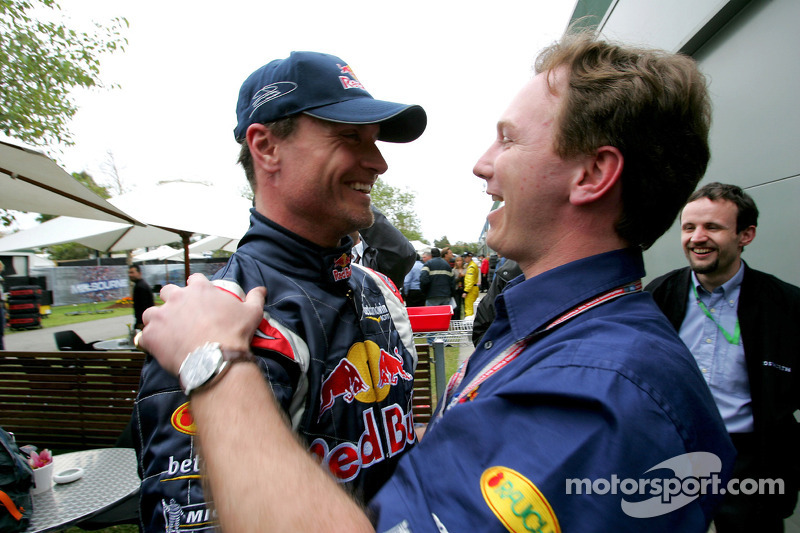 David Coulthard celebra con Christian Horner