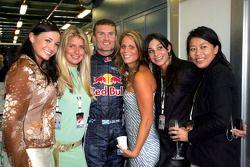David Coulthard con los invitados de Red Bull Racing