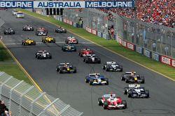 Inicio: Jarno Trulli batalla con Mark Webber