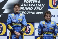 Podio: ganador de la carrera Giancarlo Fisichella con Fernando Alonso