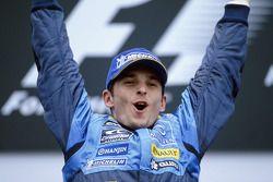 Podium: Le vainqueur Giancarlo Fisichella fête sa victoire