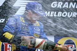 Podio: champán para el ganador de la carrera Giancarlo Fisichella
