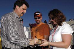El COO de NASCAR, Mike Helton