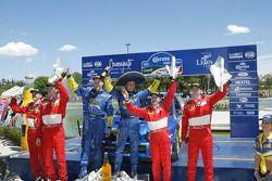 Podium : les vainqueurs Petter Solberg et Phil Mills, avec Marcus Gronholm et Timo Rautiainen, et Markko Martin et Michael Park
