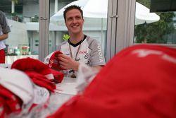 Autograph session for Ralf Schumacher