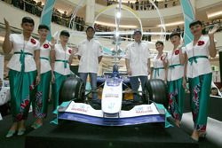 Visit of KLCC: Felipe Massa and Jacques Villeneuve