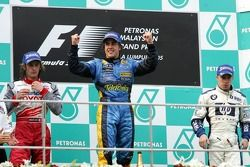 Podium : le vainqueur Fernando Alonso avec Jarno Trulli et Nick Heidfeld