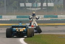 Mark Webber not happy with Giancarlo Fisichella