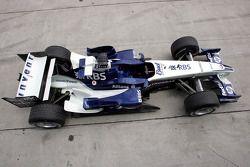 The Williams BMW FW27 sits on pitlane