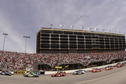 Ryan Newman leads the field to the green flag