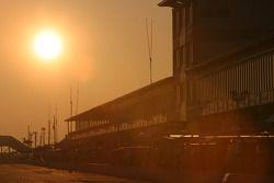 Sun rises on Sebring pitlane