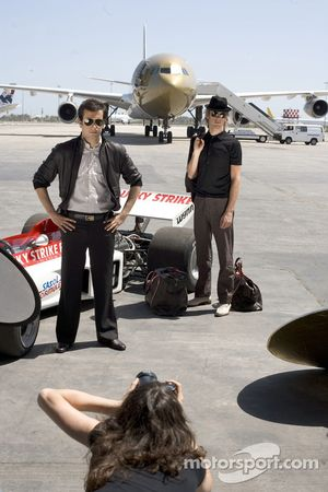 'Catch me if you can' photoshoot, Bahrain International Airport: Jenson Button and Enrique Bernoldi