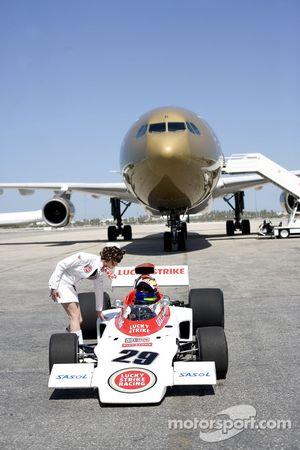 'Catch me if you can' photoshoot, Bahrain International Airport: Enrique Bernoldi