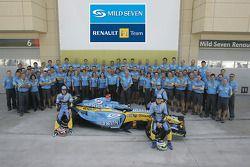 Renault F1 photoshoot: Fernando Alonso, Giancarlo Fisichella and Franck Montagny pose with Flavio Br