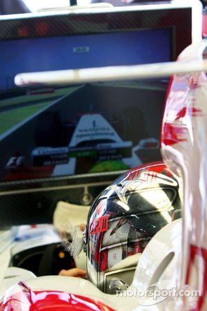 Jarno Trulli watches Ralf Schumacher qualifying lap