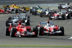 Primera curva batalla de Michael Schumacher y Jarno Trulli