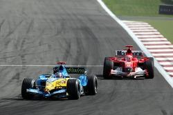 Fernando Alonso lidera a Michael Schumacher