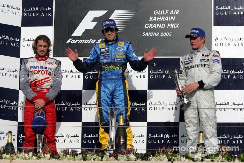 Podium: Sieger Fernando Alonso mit Jarno Trulli und Kimi Raikkonen