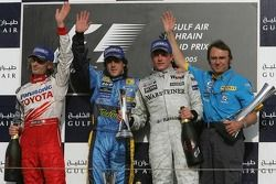 Podio: ganador de la carrera Fernando Alonso con Jarno Trulli, Kimi Raikkonen y Denis Chevrier