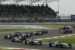 Primera curva Mark Webber y Nick Heidfeld lideran al grupo