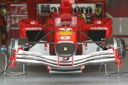 Nariz delantera de la Ferrari F2005 en negro para honrar la memoria del Papa Juan Pablol II