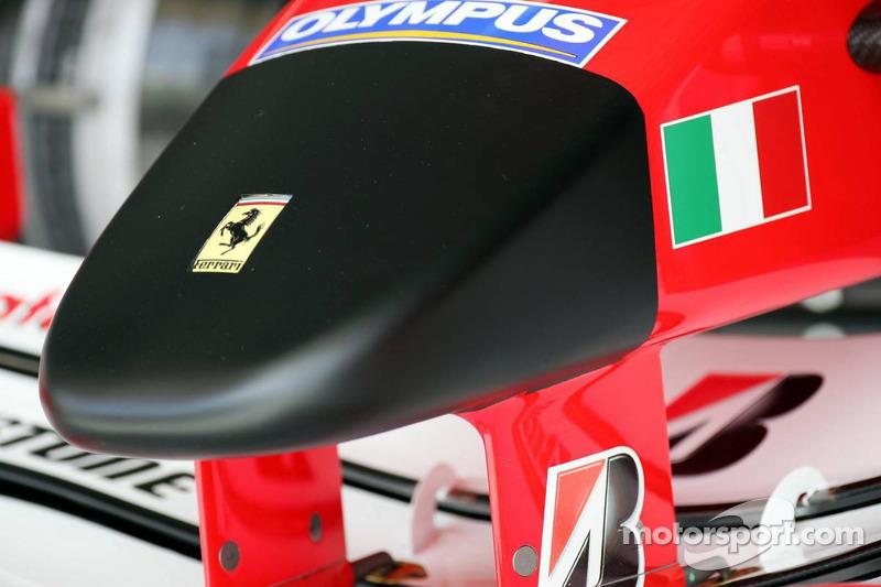 Nariz delantera de la Ferrari F2005 en negro para honrar la memoria del Papa Juan Pablo II