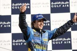Подиум: победитель гонки Фернандо Алонсо