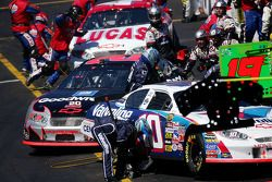 Action an der Box: Kevin Harvick und Scott Riggs