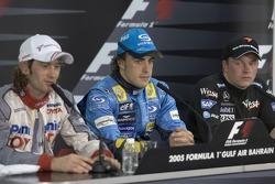 Winners' press conference: race winner Fernando Alonso with Jarno Trulli and Kimi Raikkonen