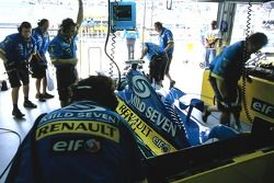 Renault F1 team members at work on the car of Giancarlo Fisichella