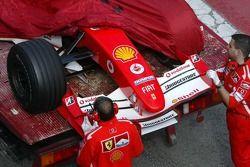 La Ferrari de Marc Gene arrêtée en piste
