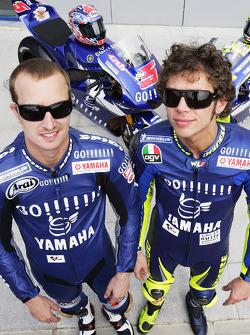 Sesión de fotos de Gauloises Yamaha Team: Valentino Rossi y Colin Edwards