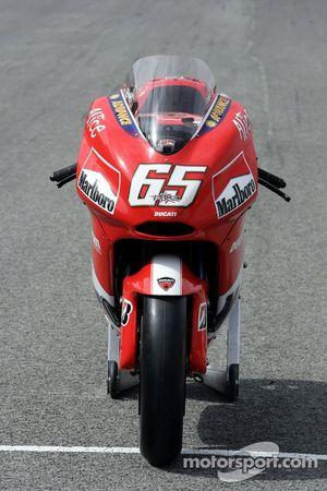Ducati photoshoot: the Ducati Desmosedici GP5
